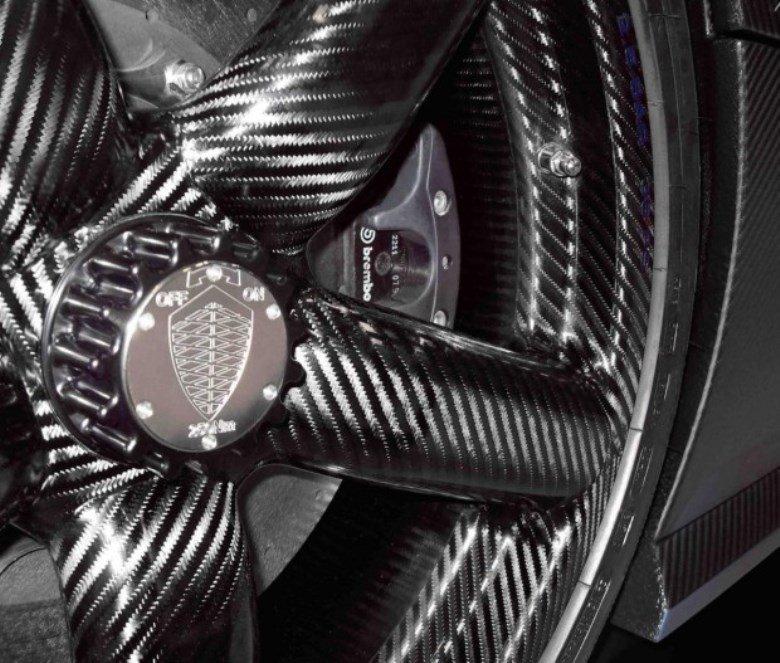 2013-Koenigsegg-Agera-R-carbon-wheels-620x527