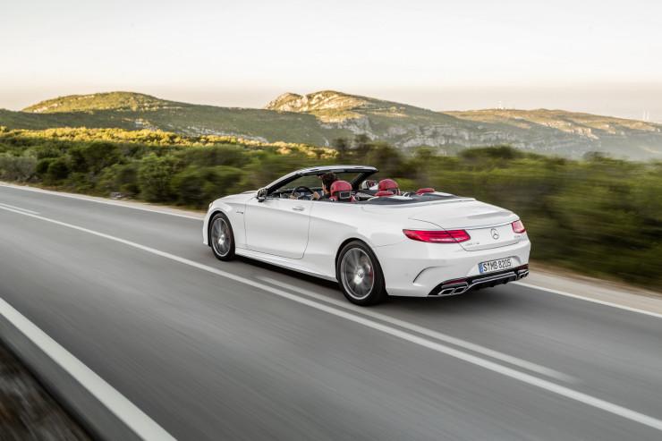 Mercedes-AMG S 63 4MATIC Cabriolet; designo diamantweiß brightInterieur: bengalrot/schwarzdesigno diamond white bright,