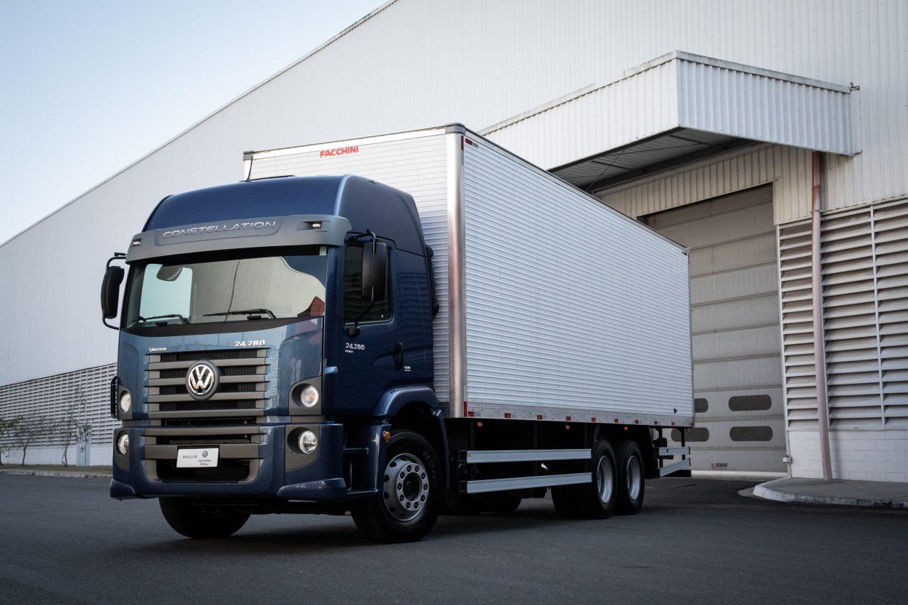 Venda de caminhões subiu em fevereiro