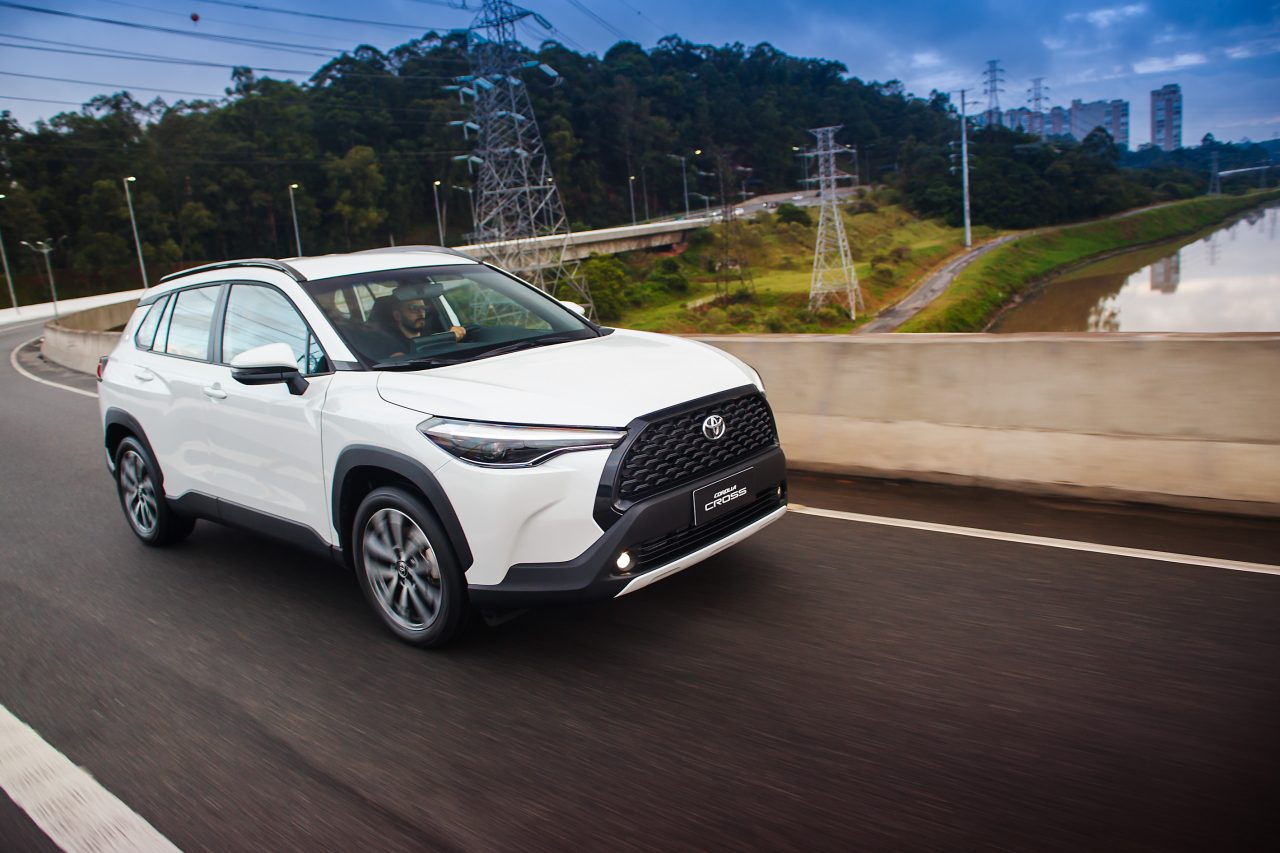 Toyota Corolla Cross é primeiro SUV médio da empresa no Brasil