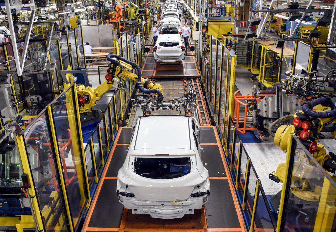 Fábrica da Chevrolet no Brasil. Em abril, produção de veículos subiu
