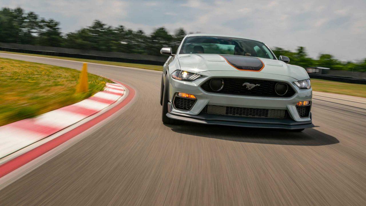 """Ford Mustang Mach I chegou por R$ 500 mil. Ele é mais refinado do que a versão """"comum"""""""